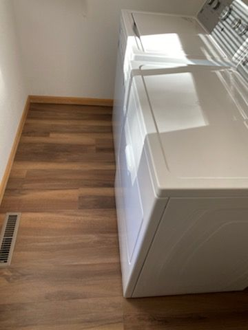 Ginger-Oak-Waterproof-Luxury-Vinyl-Plank-Fort-Collins-04